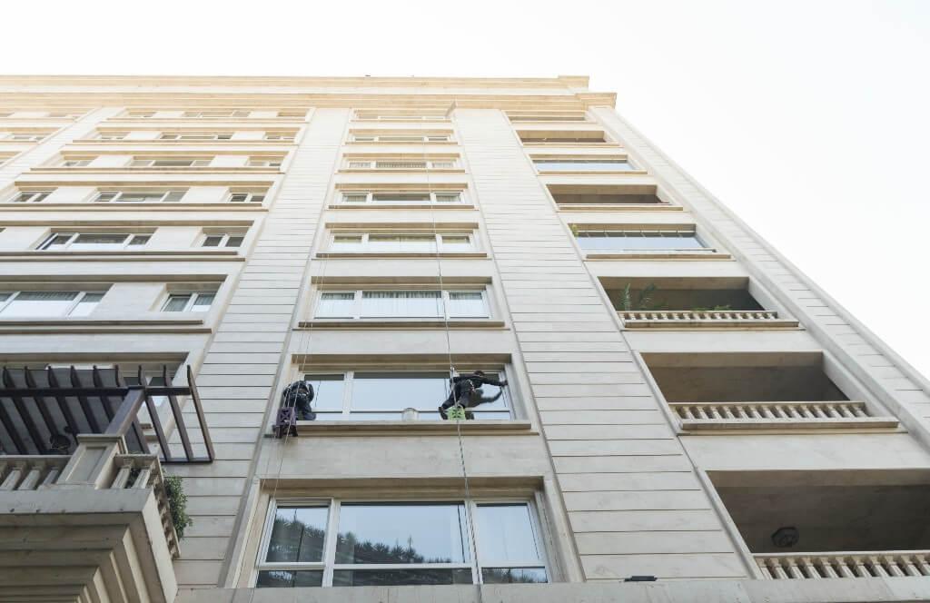 شستشوی نمای شیشه ای ساختمان در تهران و کرج