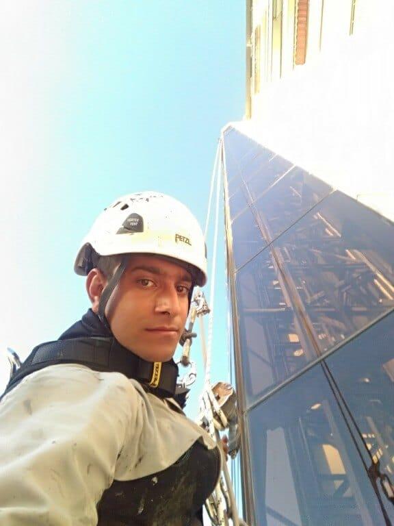 شستشوی نما شیشه ای برج 20 طبقه در اراک