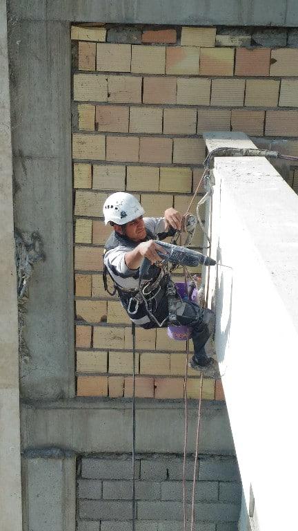 نحوه اجرای پیچ و رولپلاک نمای ساختمان